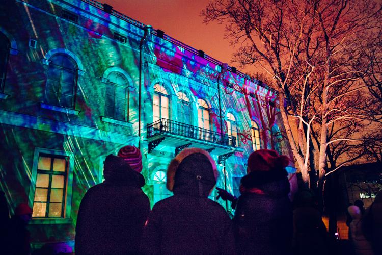Lux Helsinki – это завораживающие видеопроекции на стены зданий, анимированные инсталляции и световые шоу. Фото: myhelsinki.fi