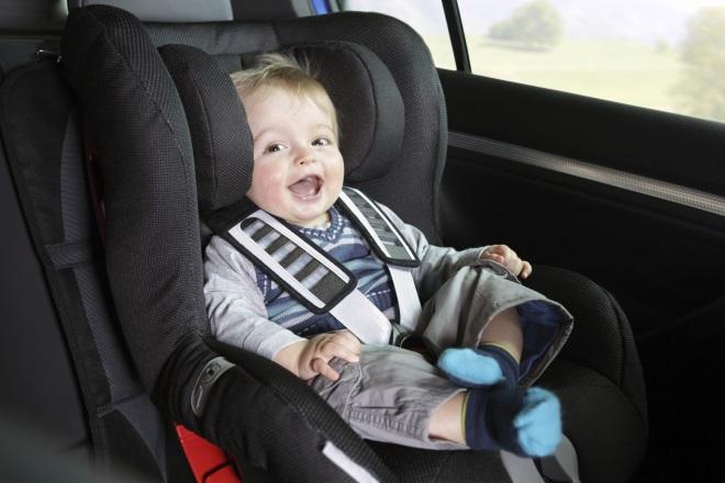 Ремни безопасности и детское кресло для маленьких путешественников необходимы в любой стране