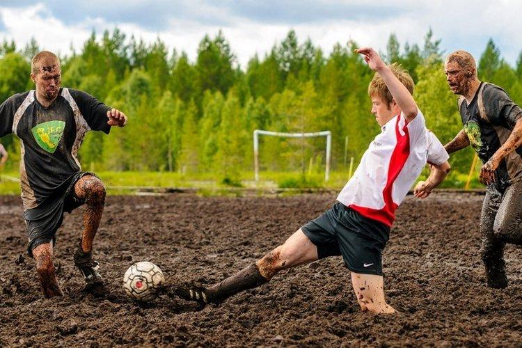 картинка болотного футбола день