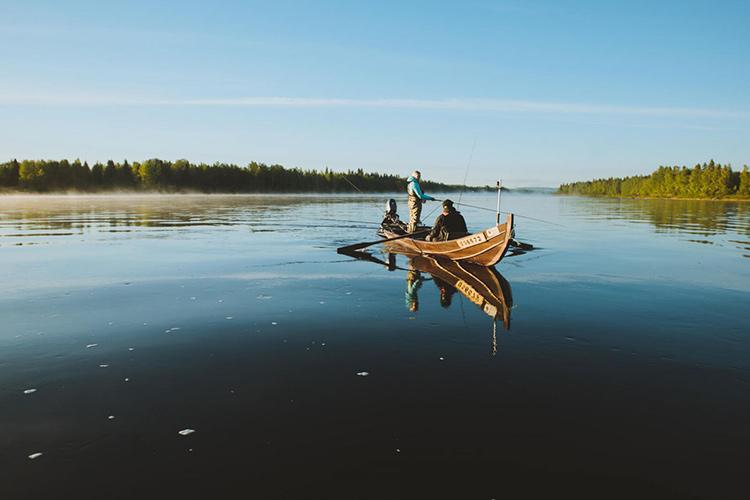 http://e-finland.ru/media/images/img_11/2273-fishing.jpg